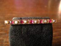 hochelegante Biedermeier Krawattennadel Stabnadel 333er Rotgold Rubin Perlen