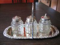 schnuckelige Gewürz Menage Salz- und Pfefferstreuer Senftöpfchen mit Halter