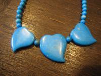 hübsche ältere vintage türkis - farbene Kette Collier mit Herz - ausgefallen