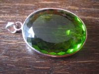 prächtiger Statement Anhänger riesiger Bergkristall peridot grün 925er Silber