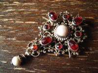 Rarität Anhänger Agraffe Haftel rote Farbsteine siebenbürgener Tracht Silber