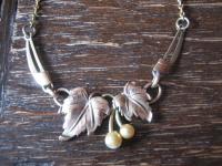 zierliches Jugendstil Collier gold Blätter Tracht Dirndl antiker Modeschmuck