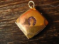 reizvolles Jugendstil Medallion gold Doublé Hufeisen Reiter Pferd Glücksbringer