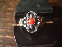 bezaubernder antiker Trachten Dirndl Ring 835er Silber rote Koralle Blüten Dekor