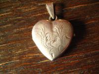 romantischer antiker Herz Medallion Anhänger mit floraler Gravur 835er Silber