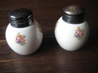Paar zuckersüße Vintage Salz- und Pfefferstreuer Streublümchen silber Montur