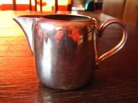 hübsches Hotelsilber Milchkännchen Sahnegießer Silberkännchen silber p Sheffield