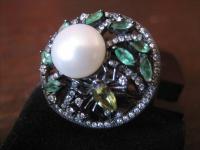 origineller Glitzer Ring mit Spinne und Perle 925er Silber grüne Farbsteine