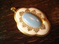 vintage Porzellanmalerei Porzellan Anhänger Trachten Dirndl im Barock Stil