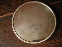 geschmackvoller Untersetzer auf Füßen Tea Pot Stand Tablett silber pl England