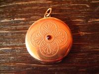reizvoller Jugendstil Medallion Anhänger rotgold gold rund rubin fein verziert