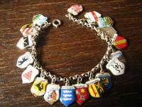 bezaubernd nostalgisches Bettelarmband 20 Wappen Anhänger 800er Silber Emaille