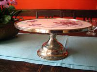Art Deco Kuchenplatte Tortenplatte auf Fuß Etagere Spritzdekor Metallmontierung