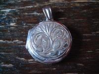schöner 925er Silber Medallion Anhänger mit floraler Gravur rund