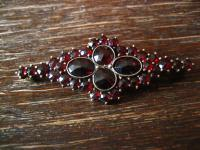elegante Art Deco Granat Brosche Krawattennadel Stabnadel 900er Silber vergoldet
