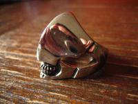 fetter Totenkopf mit Helm Ring futuristisch Edelstahl Et Nox neu RG 66 21 mm