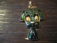 witziger älterer Modeschmuck Anhänger lustiger süsser Hund Emaille grün gold