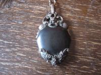 herrlicher antiker Trachten Dirndl Anhänger Herz schwarz 835er Silber Markasit