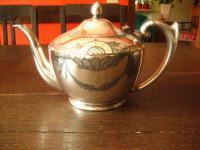 reizende antike Teekanne Silberkanne silber pl England wunderschön graviert EPBM