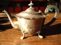 schnuckelige kleine Teekanne early morning Teapot silber pl auf Füssen Sheffield