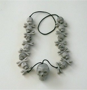 Halskette Totenkopf Kette mit Totenköpfen Halloween Kostüm Skull Geist Amulett