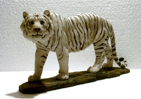 Tiger auf Platte weiß Katze Tigerfigur Skulptur Deko Tier Figur Löwe Leopard