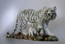 Tiger Katze Tigerfigur weiss Baby Skulptur Deko Tier Figur Statue abstrakt