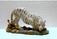 Tiger Katze Tigerfigur weiss trinkend Skulptur Deko Tier Figur Statue abstrakt
