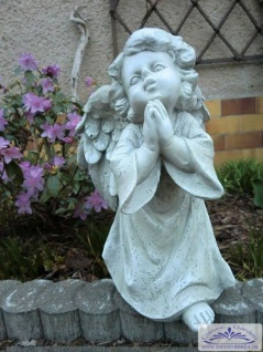 SO-30765 Kleine Engelfigur betend aus Polyresin Kunststoff 33cm