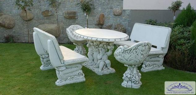 sr353 massiver dekorativer gartentisch in ovaler form mit figuren gruppe aus beton kunststein. Black Bedroom Furniture Sets. Home Design Ideas
