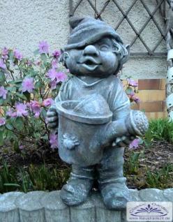 SO-10239 Gartenzwerg mit Gießkanne in der Hand Wichtel Gartenfigur 41cm - Vorschau 4