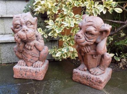 S016 S017 Gnom Paar mit Wappen Schild Gargoyle Steinfiguren als Beton Steinguss Figuren 38cm 34kg