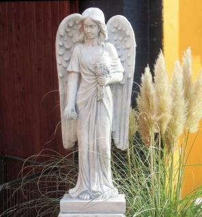BAD-10111 Moderne Engel Figur mit Blumenstrauss und großen langen Engelflügel 93cm 54kg