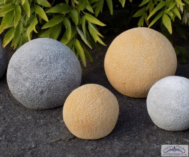 Betonkugeln mit Steinoptik als Gartendeko Steinkugel 19cm 28cm