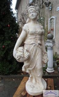 S240 Reiche Weinlese Skulptur einer Weinleserin mit Trauben und Korb als Weißbeton Steinguss Figur 154cm 235kg