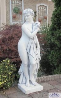 BD-10003 Gartenfigur badende Italienerin mit Tuch Gartenskulptur einer leicht bekleideten Frau 130cm