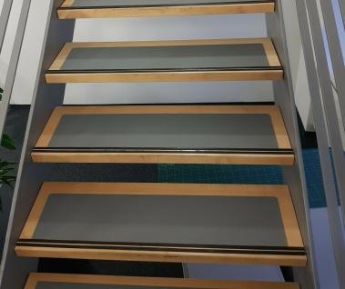 Rutsch Schutz Matte schwarz gummiert in 65 cm x 15 cm selbstklebend für Treppen