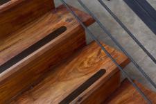 Anti Rutsch Streifen schwarz geprägt 5 cm Breit mit runden Enden kein Sandpapier