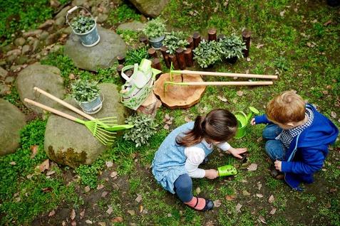 Holzspielzeug - Gartentasche mit Gartengeräten und Giesskanne - Vorschau 2