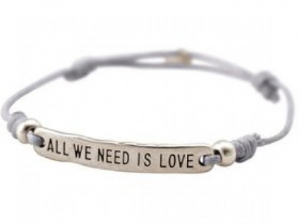 Damen Armband Gravur ALL WE NEED IS LOVE Silber Hellgrau