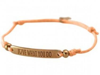 Armband Gravur LOVE WHAT YOU DO Rose Vergoldet Hellkoralle