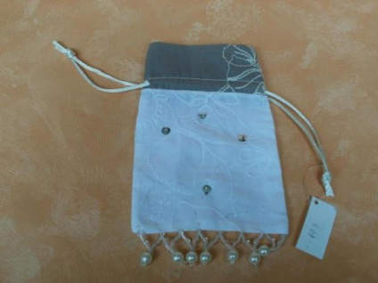 Geschenkbeutel mit Stickerei und Perlen, 15 x 10 cm