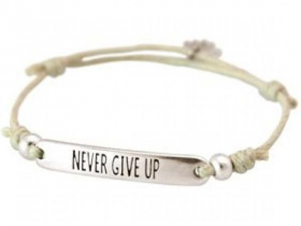 Gemshine Damen Armband Gravur NEVER GIVE UP Silber Nude