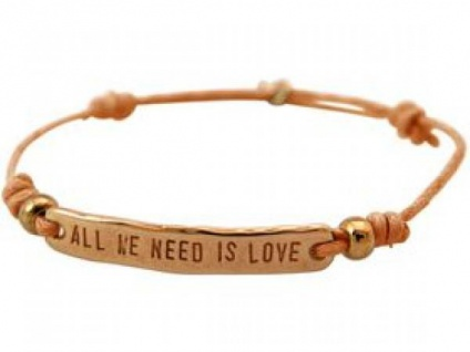 Armband Gravur ALL WE NEED IS LOVE Rose Vergoldet Hellkoralle