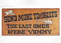 """Wand-/Dekoschild / Wall Art """" More tourists"""", aus MDF, im Vintage-Look, B90 x ..."""