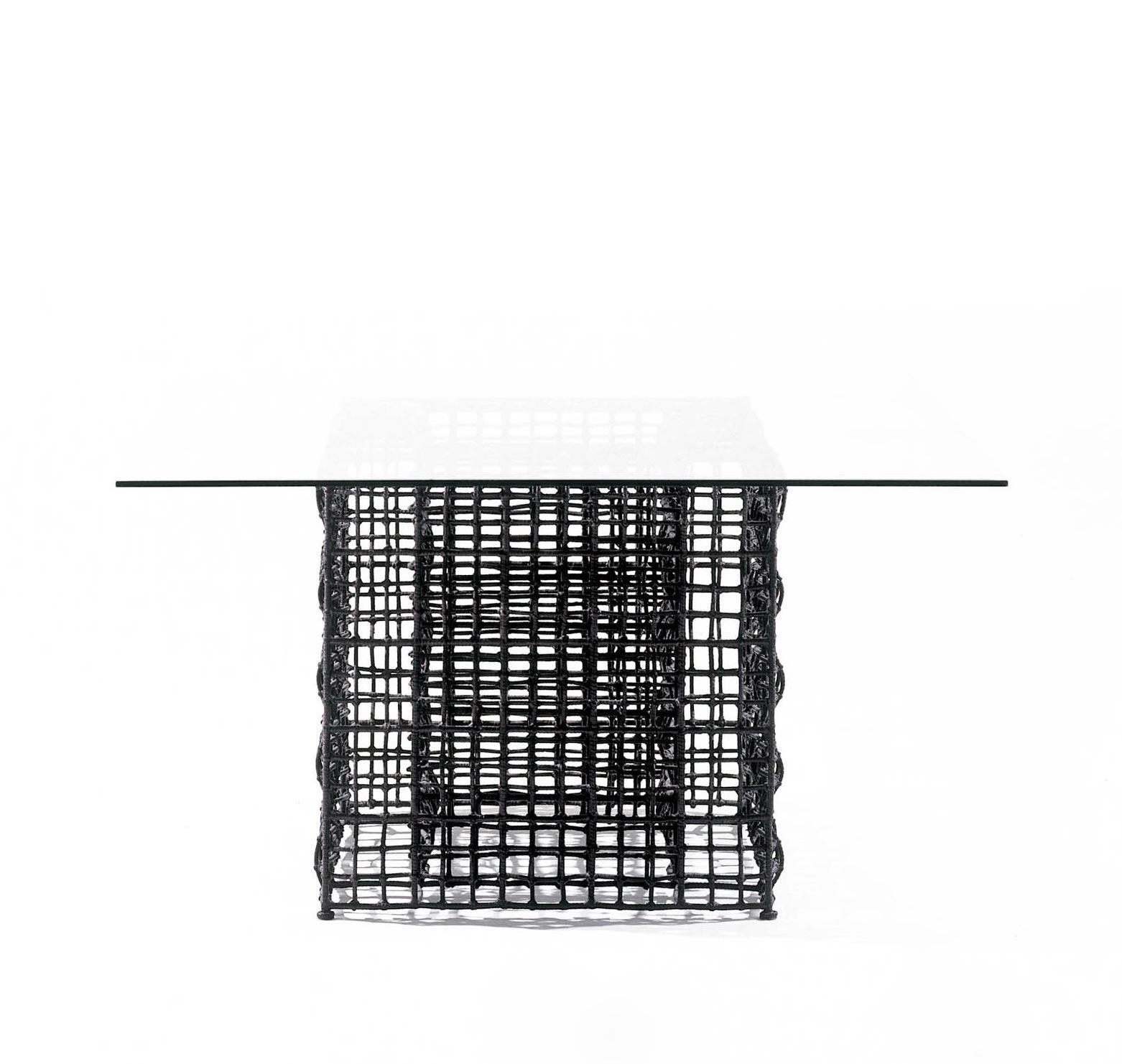 Gartentisch Yin & Yang 122 × 122 cm (brown/natural) von Kenneth Cobonpue