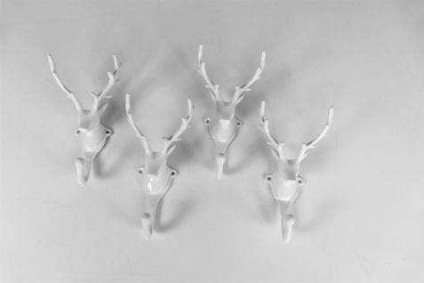 Wandgarderobe Kleiderhaken 4er SET Geweih in Weiß Hirschgeweih Hirschkopf Geweih Haken Wandhaken Aluminium Geweihhaken Wanddeko Dekoration Wandfigur Wandgeweih Weihnachten 7x9x17hWeihnachtsdeko