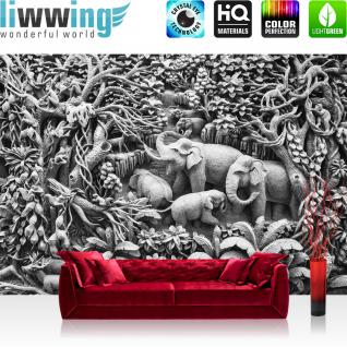 liwwing Vlies Fototapete 312x219cm PREMIUM PLUS Wand Foto Tapete Wand Bild Vliestapete - 3D Tapete Kunst Schnitzkunst Wald Dschungel Tiere Palmen Elefanten 3D Optik grau - no. 1909