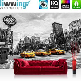 liwwing Fototapete 368x254 cm PREMIUM Wand Foto Tapete Wand Bild Papiertapete - New York Tapete Stadt Taxis Uhr New York schwarz weiß - no. 2661