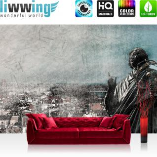 liwwing Vlies Fototapete 312x219cm PREMIUM PLUS Wand Foto Tapete Wand Bild Vliestapete - Stadt Tapete Vintage Statue Stadt Häuser grau - no. 2639